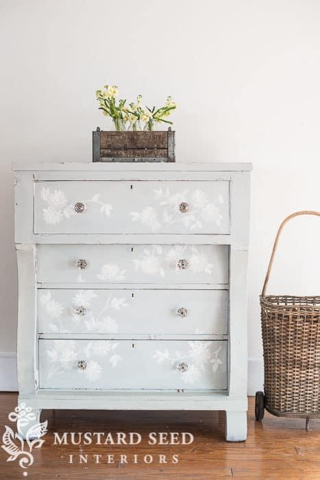 Mora Dresser