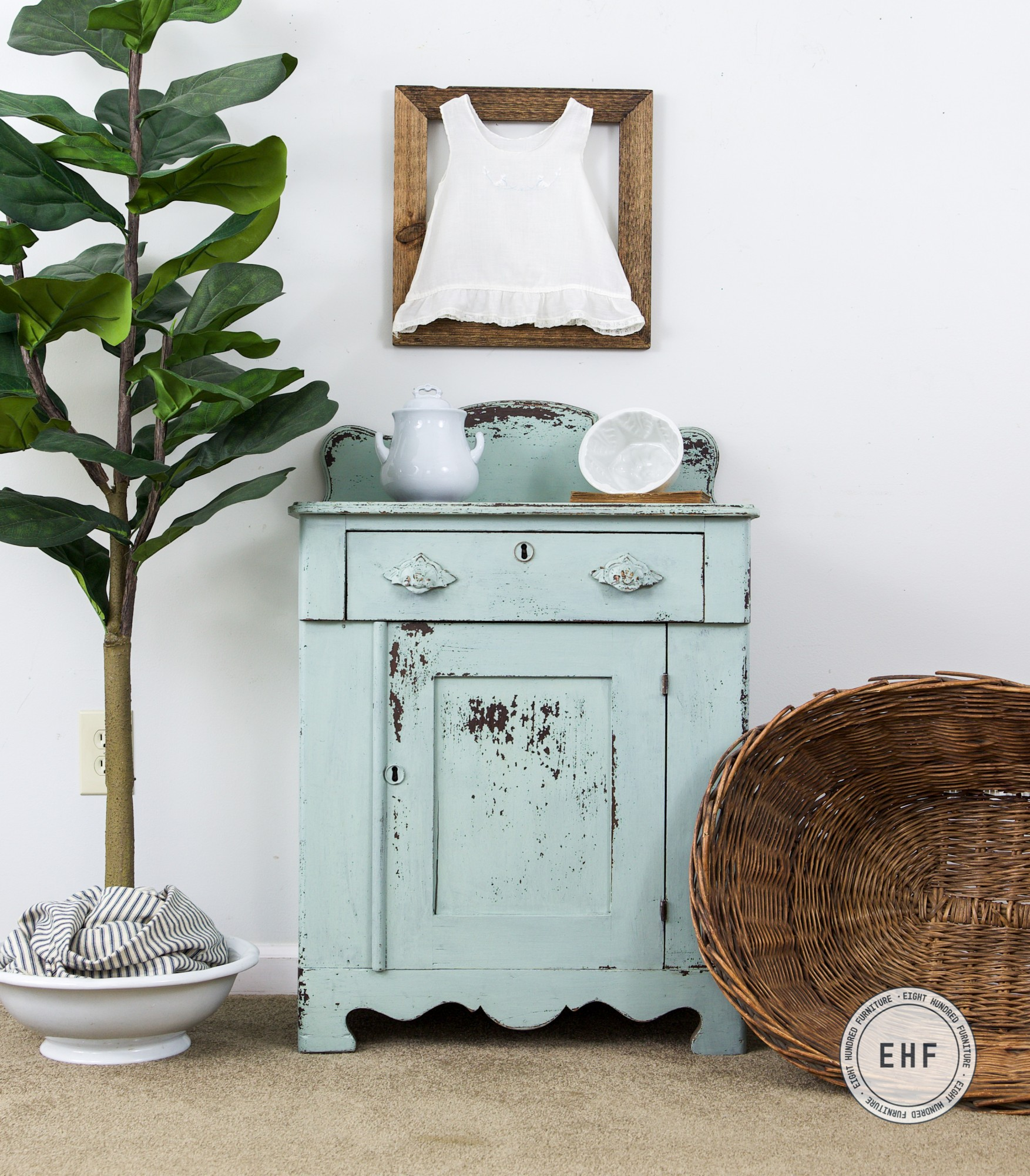 Layla's Mint, Shutter Gray, Eulalie's Sky, Chippy, Miss Mustard Seed's Milk Paint, Eight Hundred Furniture, Tough Coat, Washstand, Victorian
